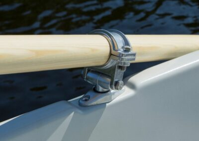Terhi 385 Ruderboot - Nahaufnahme Ruderbefestigung