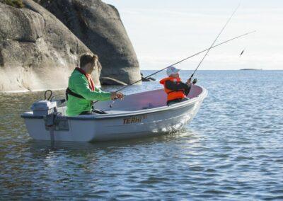 Terhi 385 Ruderboot im Einsatz beim Fischen