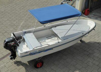 Terhi 400 Kleinboot mit Sonnenbimini