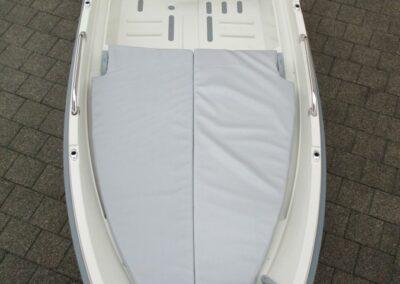 Terhi 400 Kleinboot mit gepolsterter Liegefläche