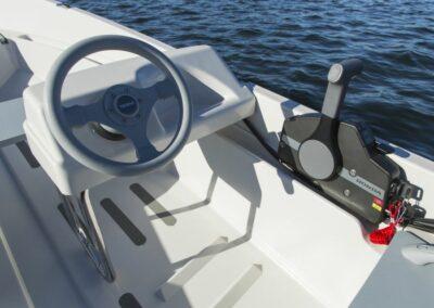 Terhi 400 C Kleinboot mit Seitensteuerkonsole