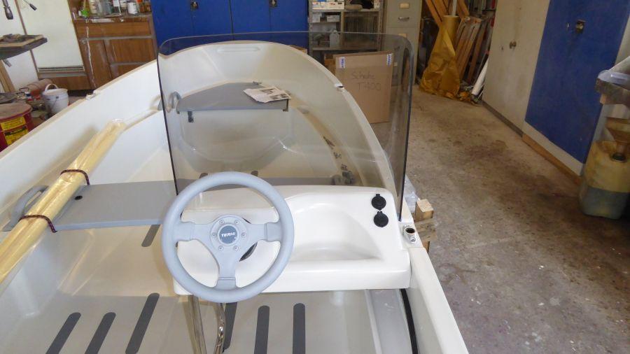 Terhi 400 C Kleinboot mit Seitensteuerkonsole und Sichtschutz