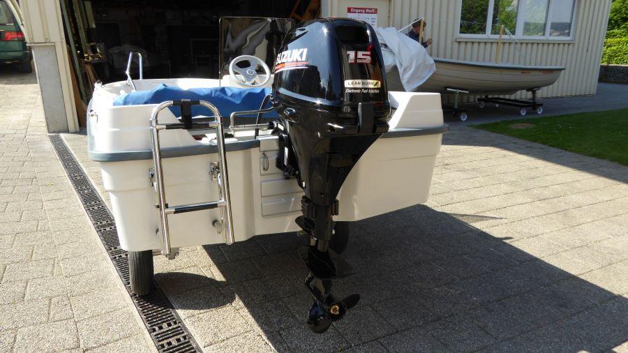 Terhi 400 C Kleinboot mit Aussenborder und Badeleiter