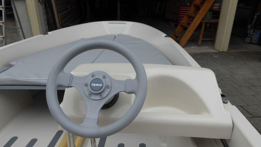 Terhi 400 C Kleinboot mit Steuerstand