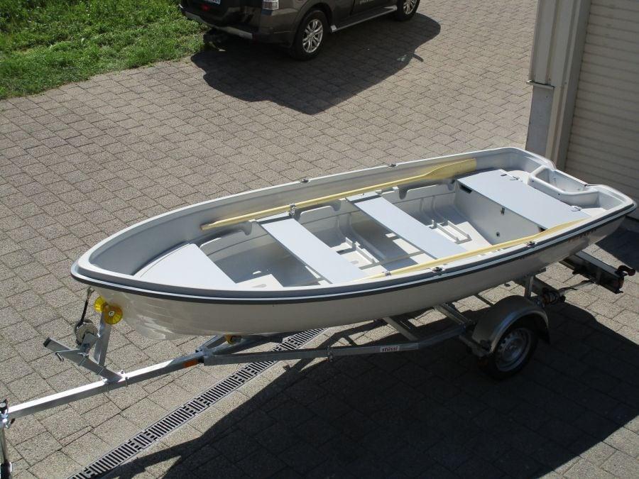 Terhi 440 Ruderboot mit Anhänger