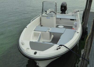 Terhi 450 C Familienboot am Anlegesteg