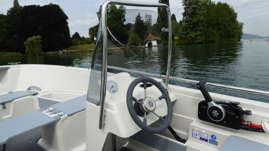 Terhi 450 C Familienboot - Steuerstand
