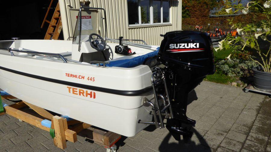 Terhi 450 C Familienboot mit Suzuki Aussenborder