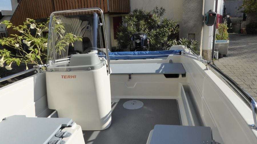 Terhi 450 C Familienboot - Ansicht Steuerstand