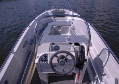 Terhi 450 CC Motorboot - Ansicht Steuerstand