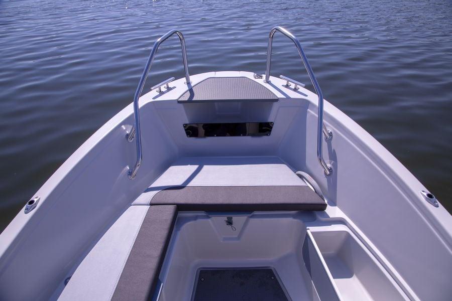 Terhi 450 CC Motorboot - Haltegriff und Sitzpolster