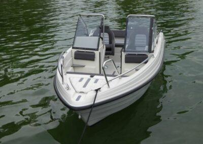 Terhi 475 BR Familienboot - Vorderansicht
