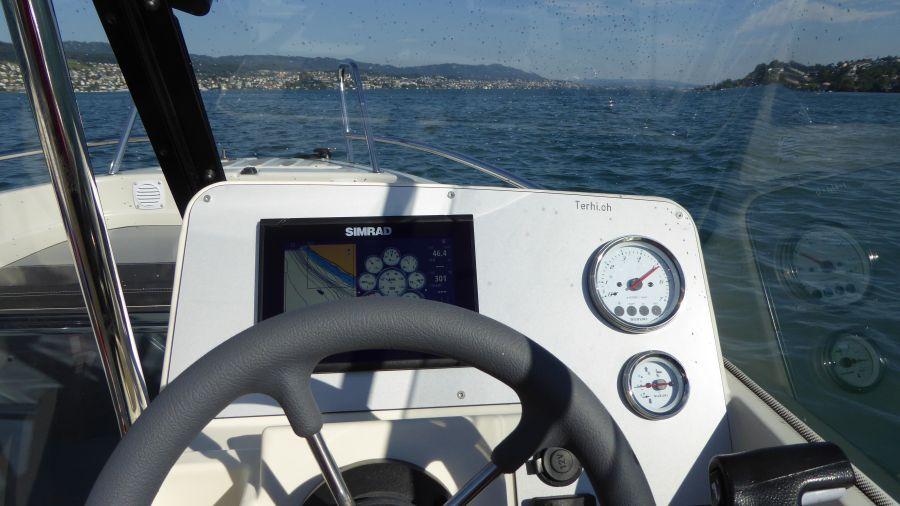 Terhi 475 BR Familienboot - Detailansicht Cockpit