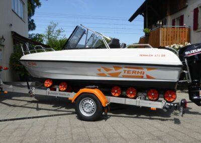 Terhi 475 BR Familienboot mit passendem Strassentrailer