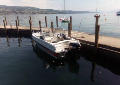 Terhi Twin C Konsolenboot angelegt am Steg