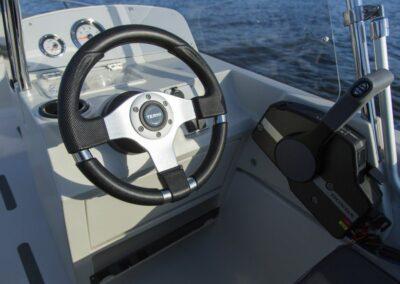 Terhi Twin C Konsolenboot - Steuerstand