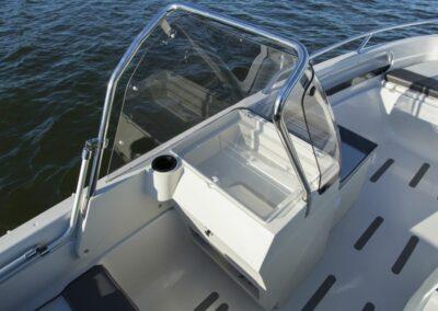 Terhi Twin C Konsolenboot mit Windschutzscheibe