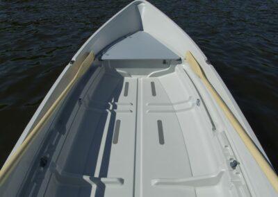 Terhi Saiman Ruderboot mit verstauten Ruder