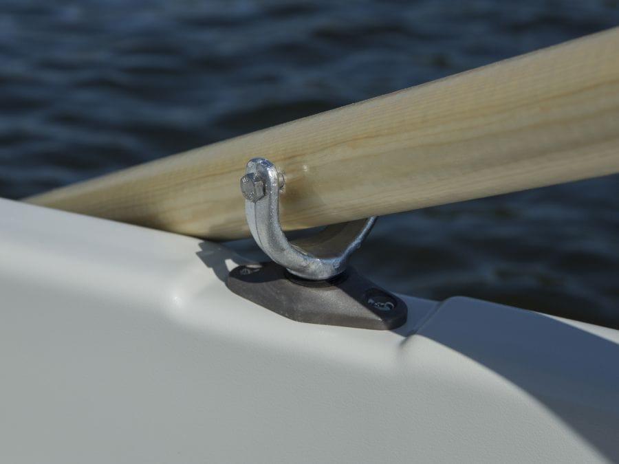 Terhi Sunny 310 Kleinboot - Nahaufnahme Ruderbefestigung