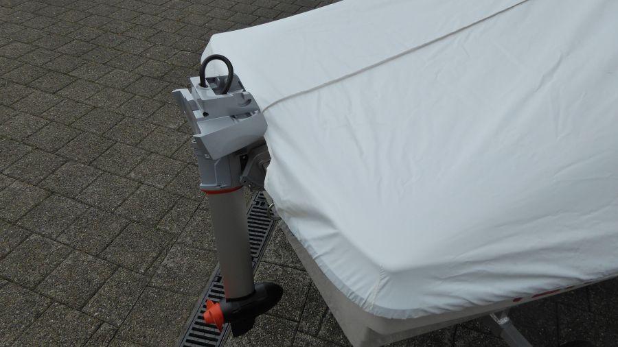 Terhi Sunny 310 Kleinboot mit massgeschneiderten Hafenpersenning