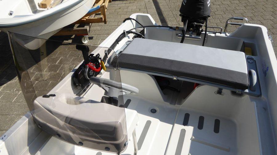 Terhi 400 C Steuerstand mit optionaler Scheibe