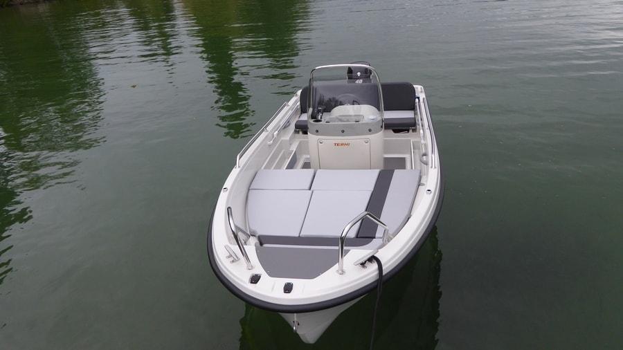 Badeboot Terhi 450 CC Liegefläche - Bugansicht