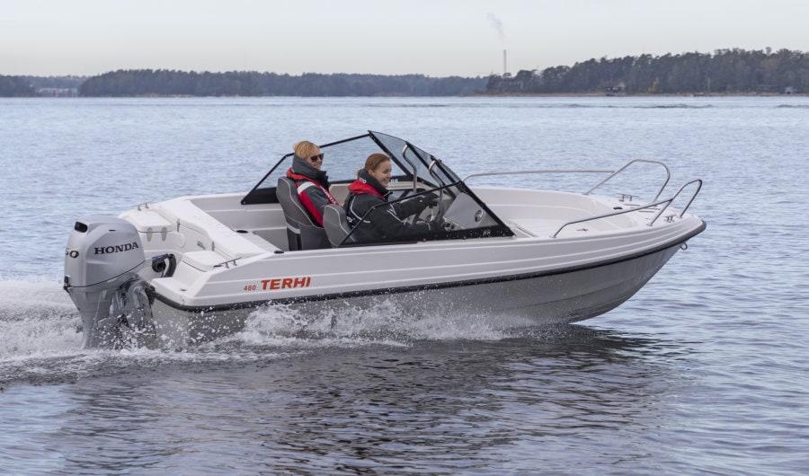 Schmales Sportboot Terhi 480 BR