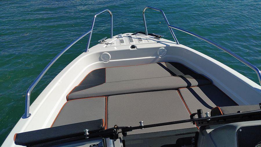 Sonnenpolster im Bug Terhi Sportboot 480