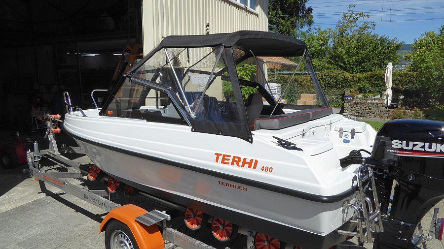 Heckpersenning Terhi 480 seitlich geschlossen Windschutz