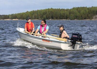 Ruderboot Terhi 385 aus Finnland mit Aussenborder
