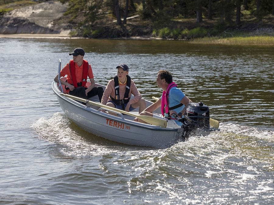 Kleinboot mit Aussenborder Terhi