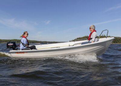 Terhi 440 traditionelles Ruderboot mit Hilfsmotor Aussenborder