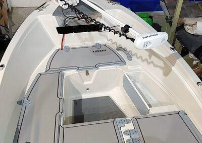 Montierte Soft-Deck Polsterung auf Terhi 450C mit Riptide Terrova Minnkota
